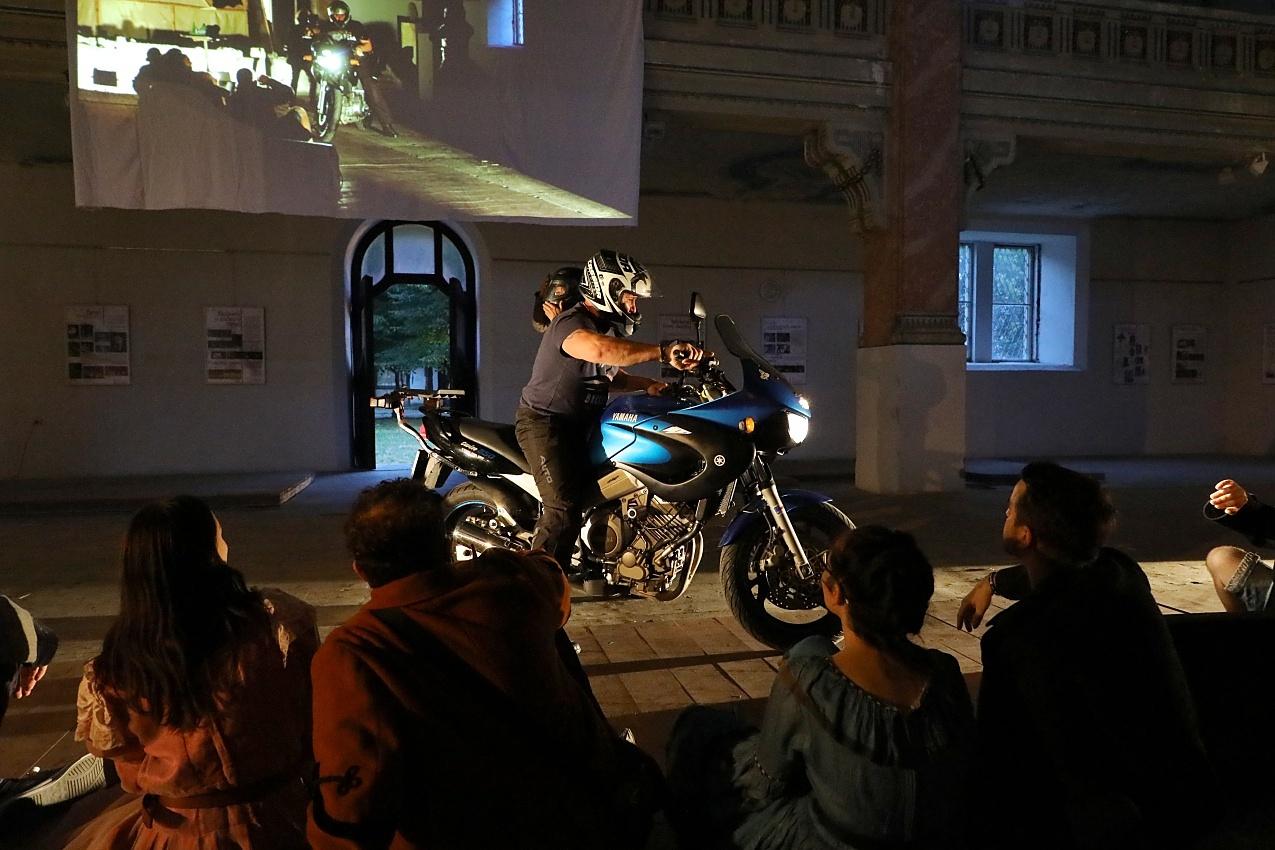 Divadelná udalosť - motorka
